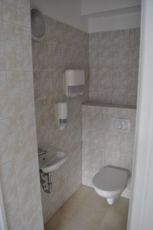 Közfoglalkoztatottak számára készített mosdó