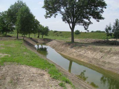Víz bevezető árok (elkészült tó)