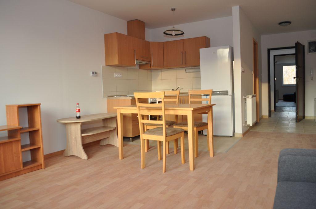G lakás - konyha és étkező
