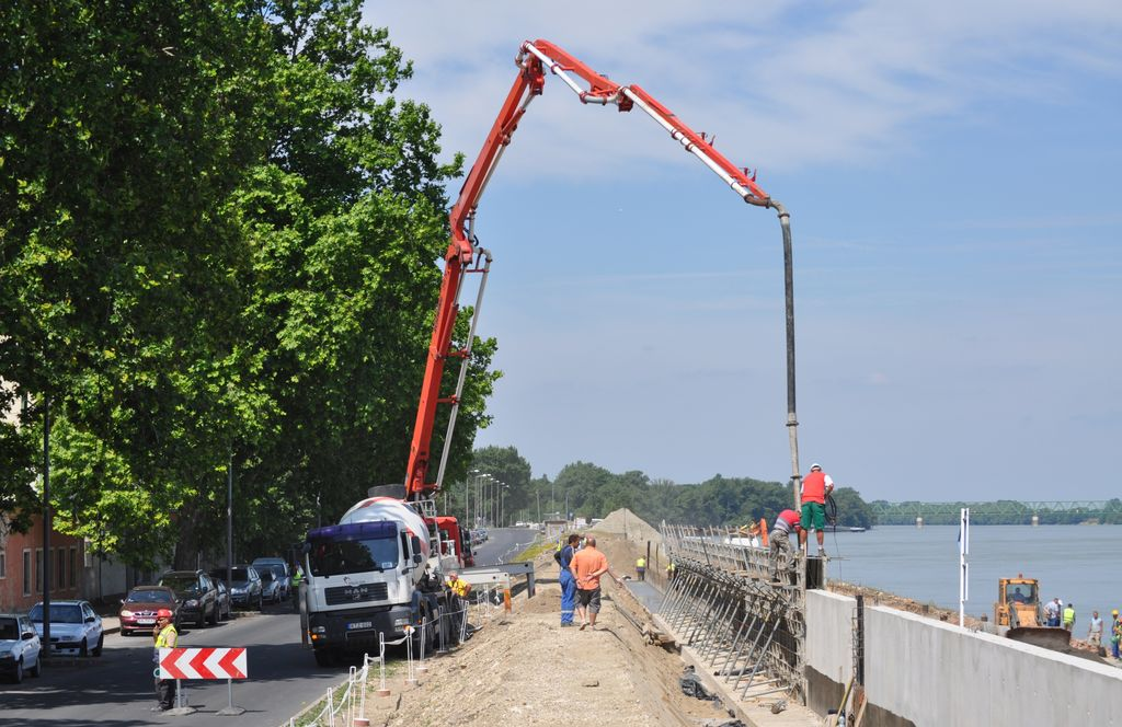Támfal betonozása