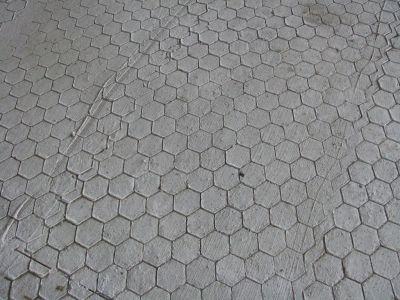 Érdesített istálló padló