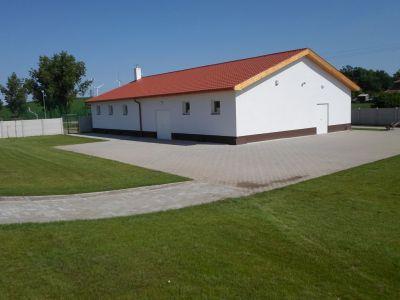 Felújított gazdasági épület