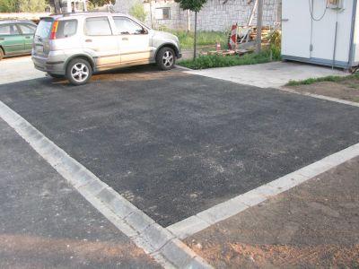 Aszfaltozott parkoló